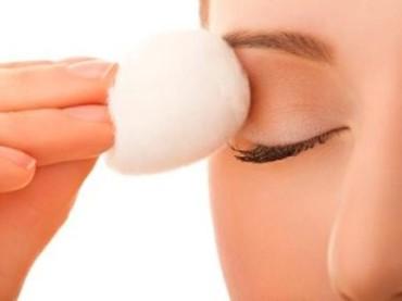 Göz makyajında etkili temizleme