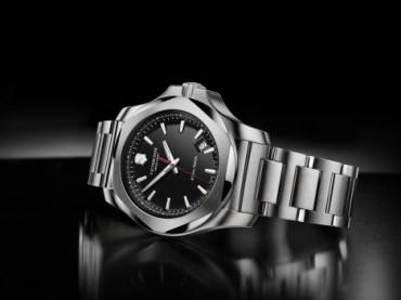 Victorinox'tan çelik gibi saat!