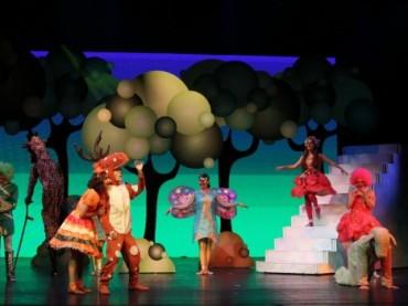 Karlar Ülkesi ve Kibritçi Kız sahnede!