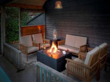 Bahar ve yaz akşamlarında şömine keyfi