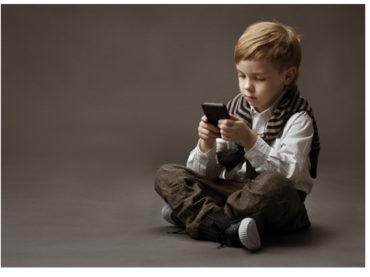 Dikkat! Çocuğunuz telefon bağımlısı oluyor!